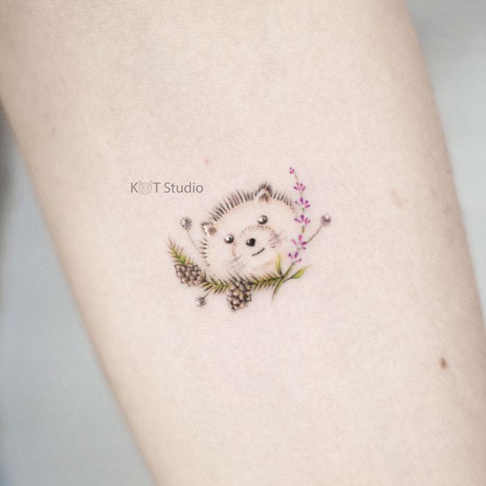 Маленькое тату для девушек. Татуировка еж - отличная идея для мини тату