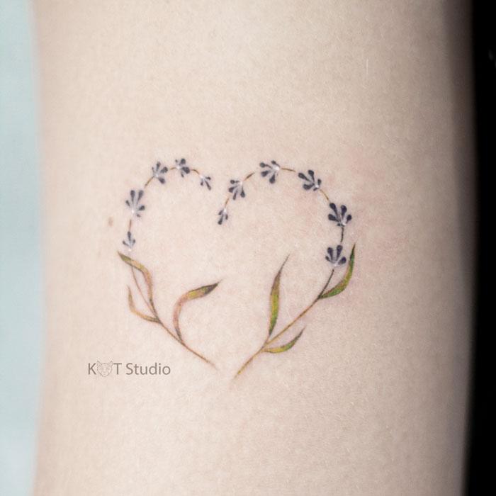 Маленькое тату для девушек. Татуировка сердце - отличная идея для мини тату