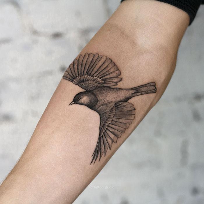 Тату на руке. Птица.